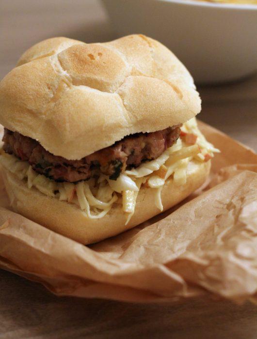 burger-di-maiale-alla-mela-verde-e-salvia