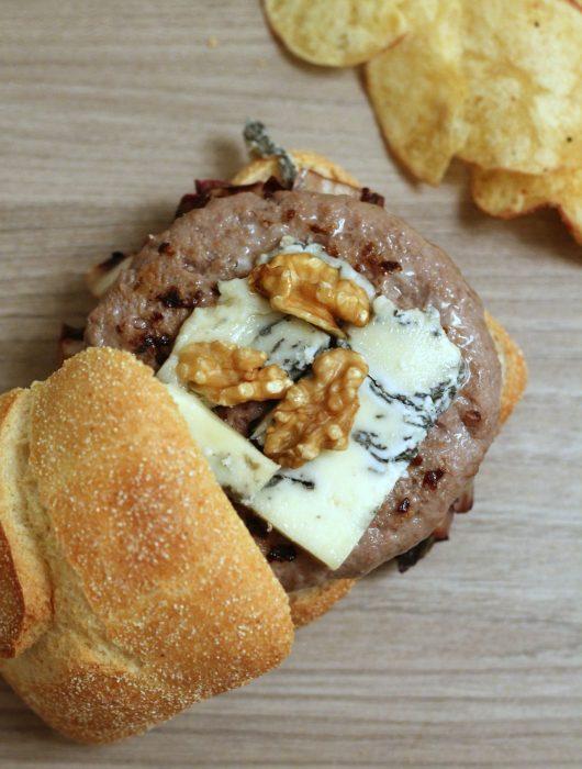 burger-di-manzo-con-radicchio-gorgonzola-e-noci