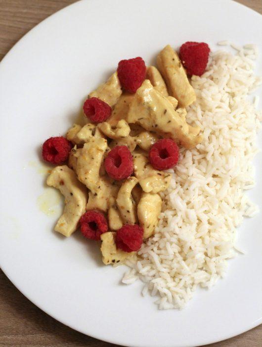 pollo-al-curry-con-lamponi-e-riso-pilaf
