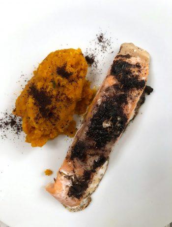 salmone-al-caffè-con-purè-di-zucca
