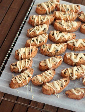 biscotti-alle-prugne-con-cioccolato-bianco