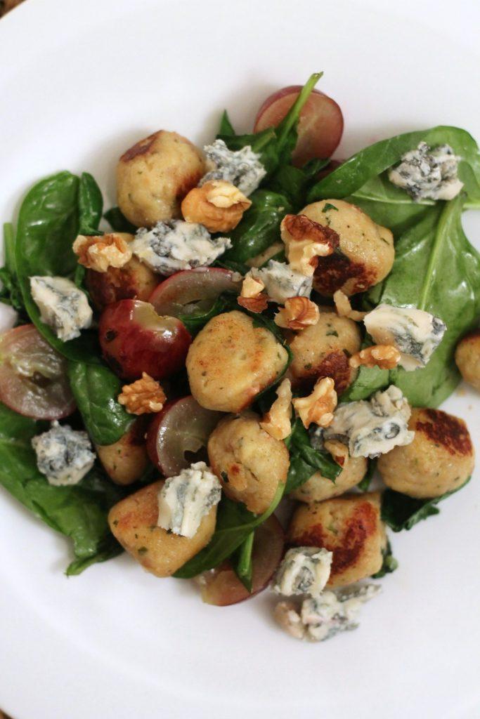 mini-canederli-con-spinacino-uva-noci-e-roquefort