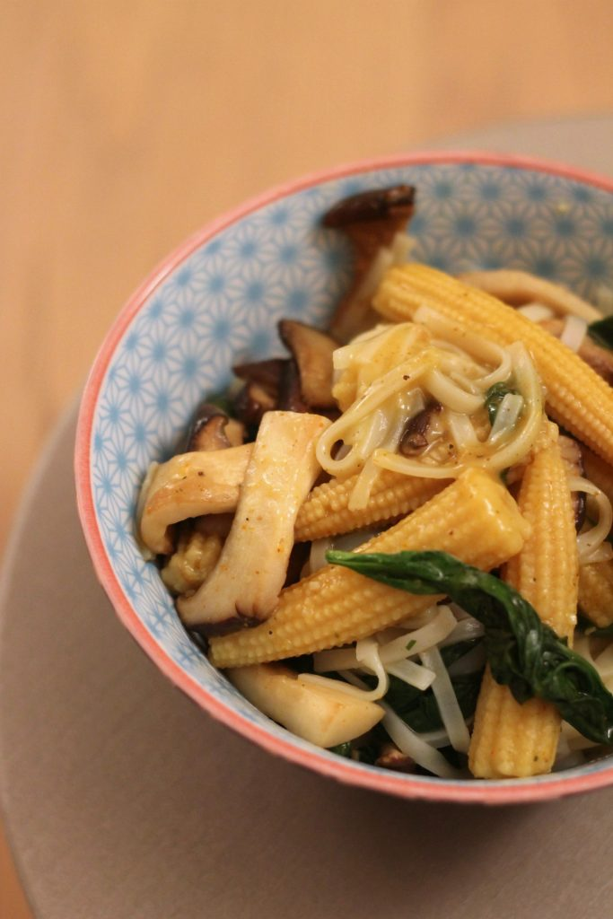 noodles-verdure-e-salsa-al-curry