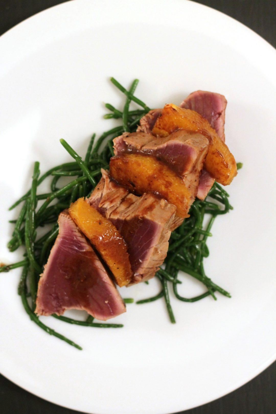 tonnetto-marinato-al-wasabi-con-arancia-e-salicornia