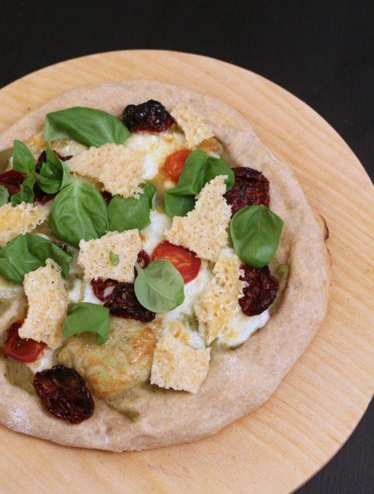 pizza-crema-di-melanzane-provola-pomodori-secchi-cialde-di-parmigiano