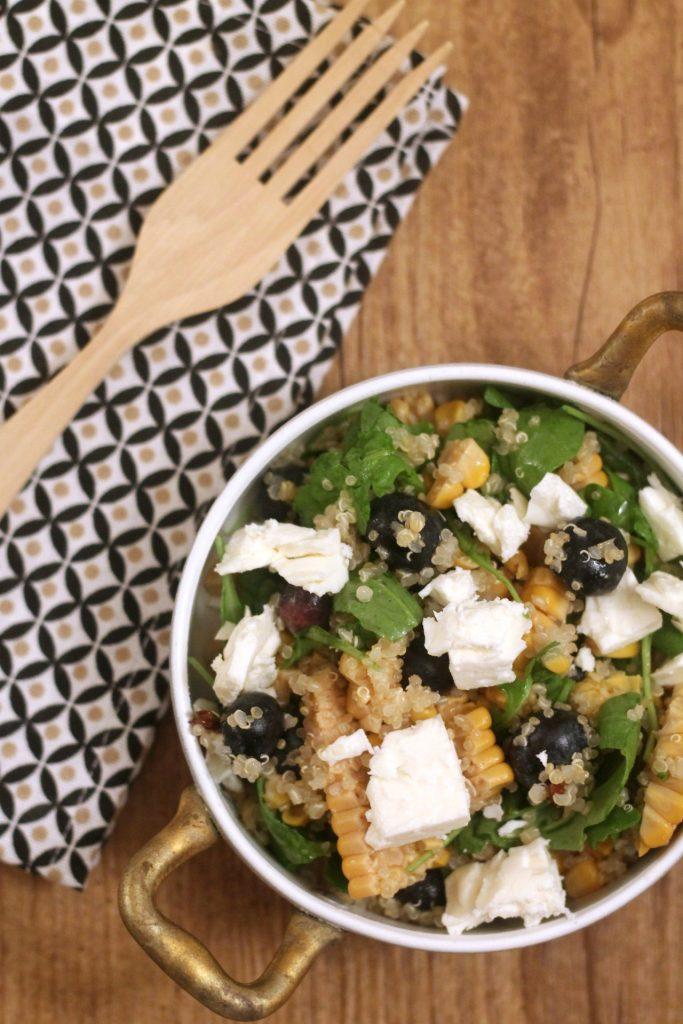 quinoa-con-mais-mirtilli-rucola-e-feta-con-vinaigrette-al-lime