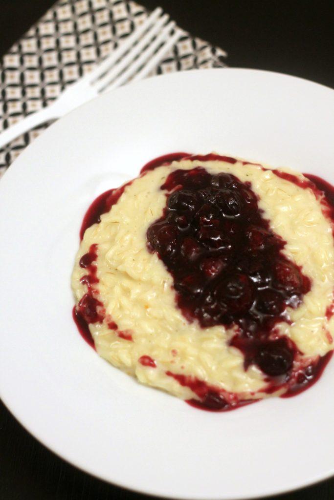 risotto-con-taleggio-di-capra-e-mirtilli-al-balsamico