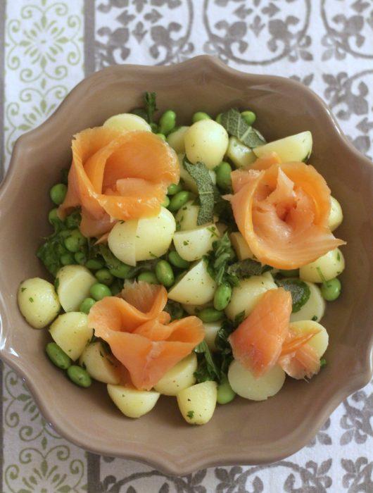 insalata-di-patate-e-edamame-con-salmone-affumicato