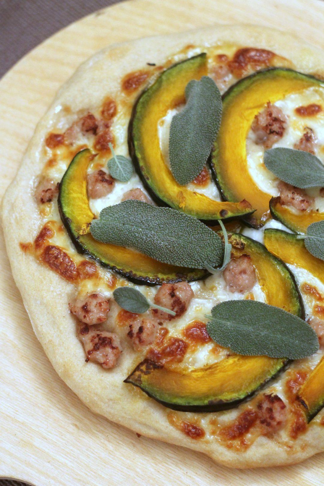 pizza-zucca-salsiccia-e-salvia