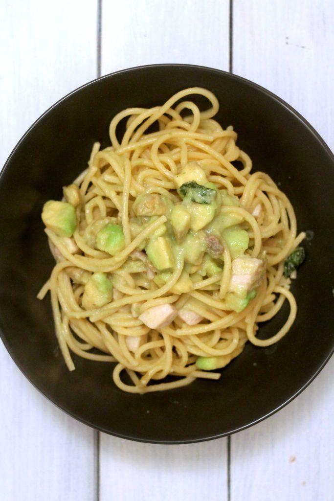 spaghetti-con-pesce-spada-avocado-e-latte-di-cocco