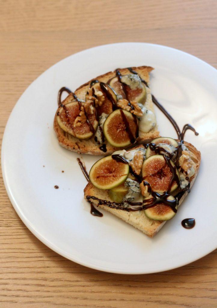 crostoni-gorgonzola-fichi-e-noci