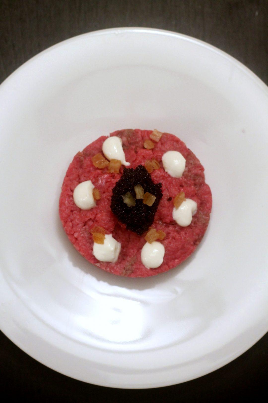 tartare-di-manzo-con-uova-di-lompo-maionese-al-wasabi-e-arancia-candita