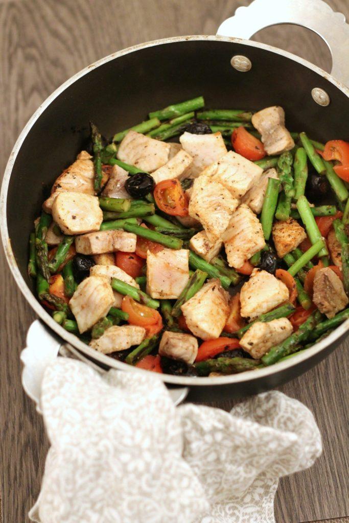 padellata-di-pesce-spada-con-pomodorini-asparagini-e-olive