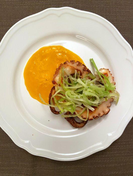 polpo-arrosto-con-porro-fritto-e-salsa-al-mango