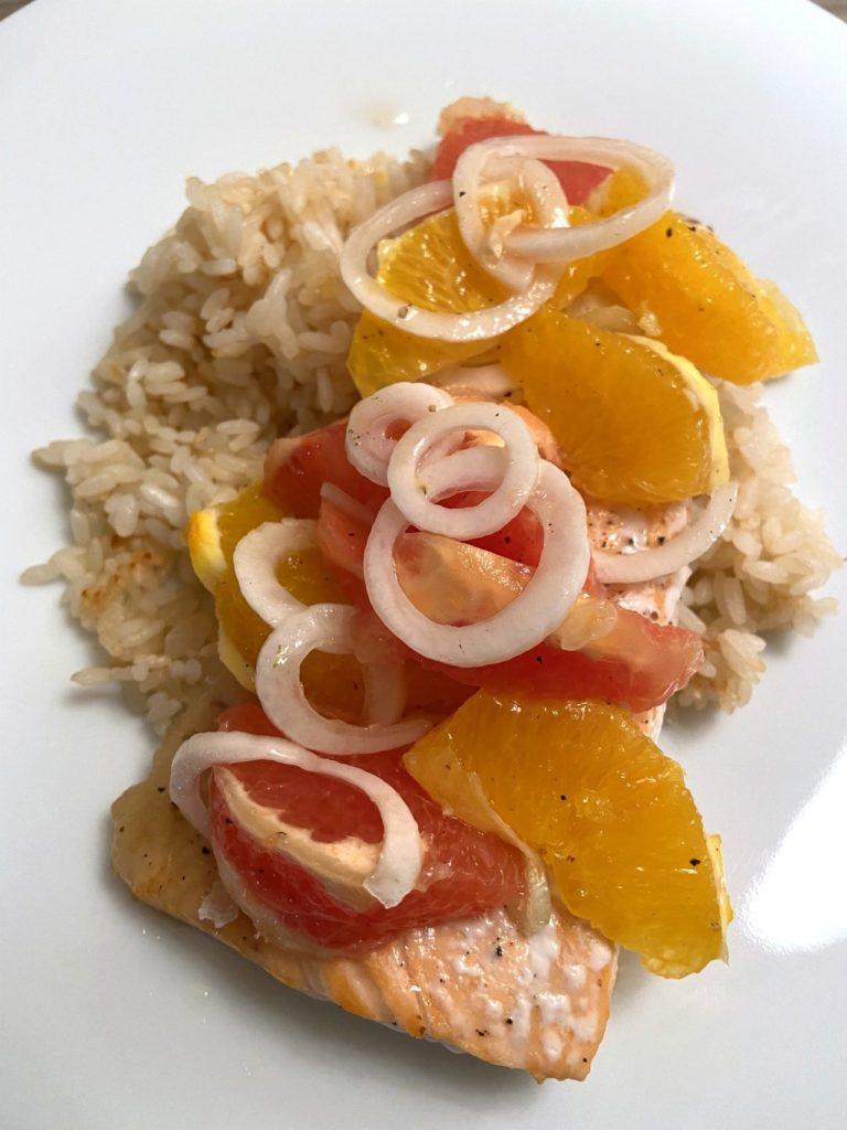 salmone-arrosto-con-riso-al-salto-e-insalata-di-agrumi